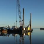 Arbeitsschiffe im Nassau-Hafen von Wilhelmshaven.