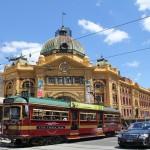 Melbourne: Flinders Street Station mit Tram