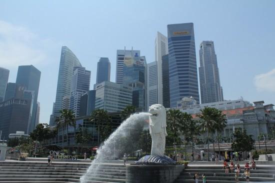Singapur - Merlion-Brunnen mit CBD