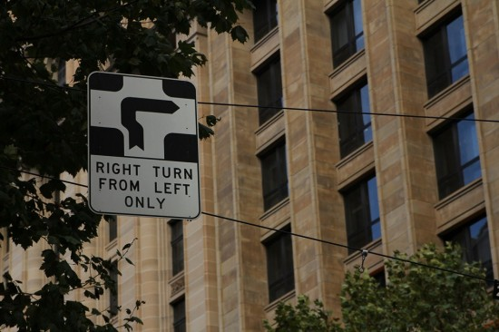 Melbourne - Hook Turn - Right Turn From Left Only - CBD Trams Straßenbahnen
