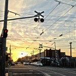 Melbourne Suburb - Der Bahnübergang im Abendlicht real
