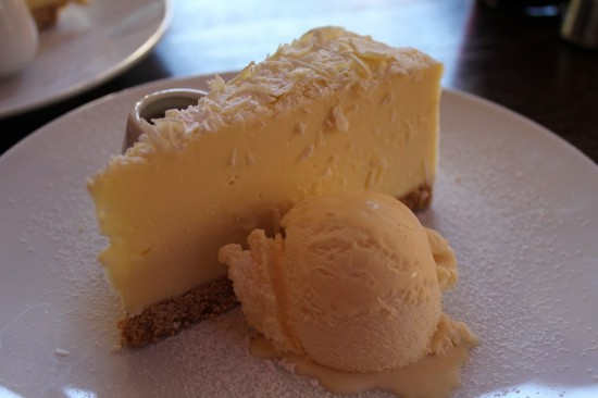 Blue Mountains 10 - Leura - Cafe Madeleine - White Chocolate Cheese Cake - IMG_1381