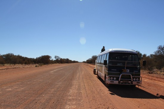 Outback - Adventure Tours Bus auf Dirtroad - IMG_4350