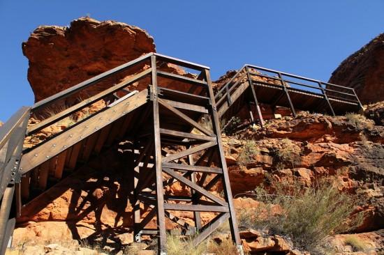 Outback - Kings Canyon Rim Walk - Treppen beim Brückenabstieg - IMG_5296
