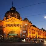 Blaue Stunde - Flinders Street Station bei Nacht - IMG_7610-PSZ-2