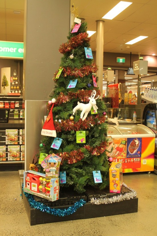 Christmas Australia - Woolworths Safeway Fake Tree - IMG_7872