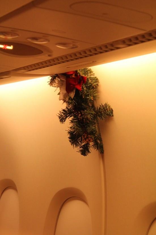 Rückflug Australien nach Deutschland Weihnachtsdekorierung Flugzeug - IMG_8210-2